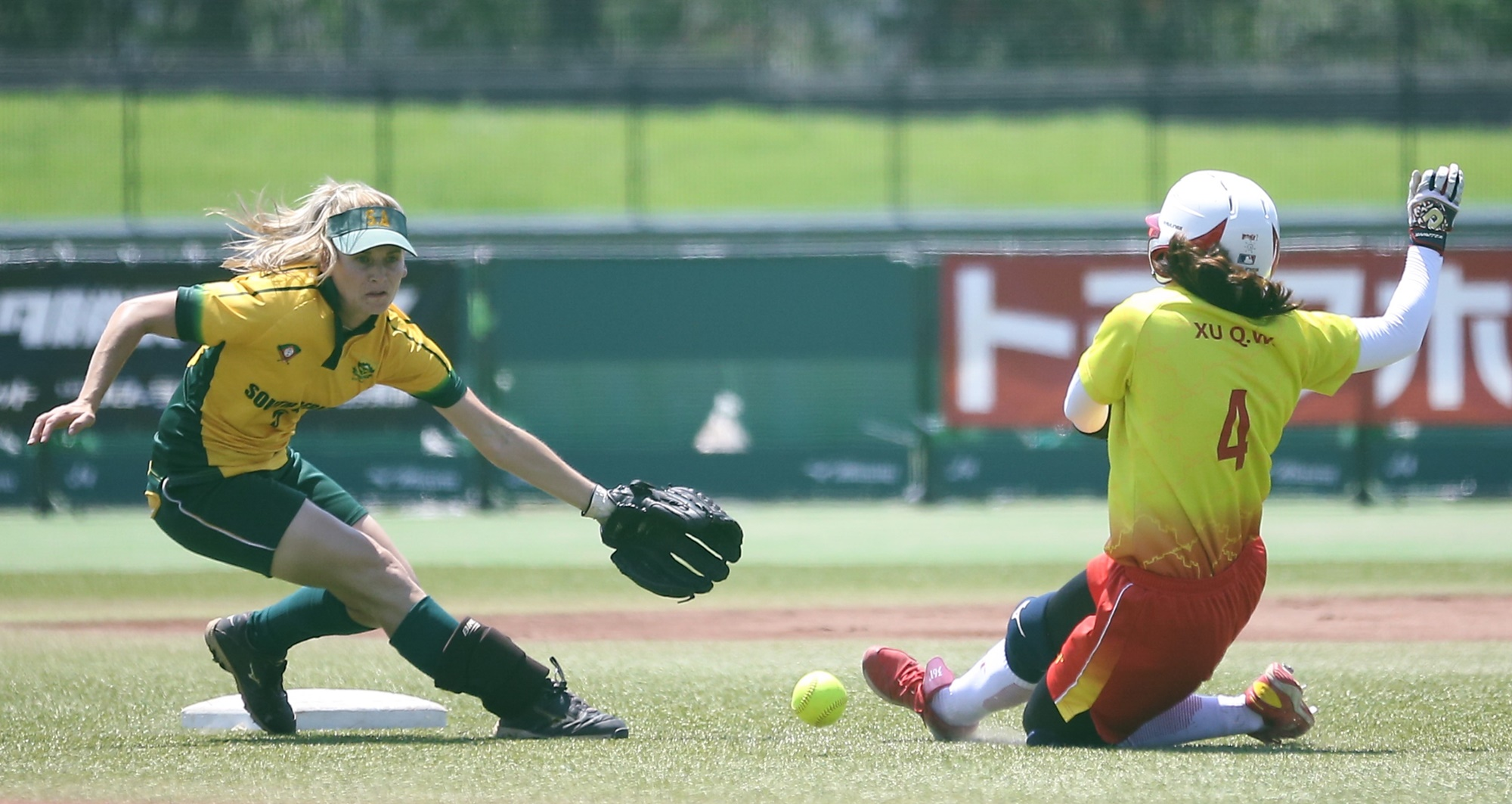 Xu Qianwen slides into secondo for China against South Africa
