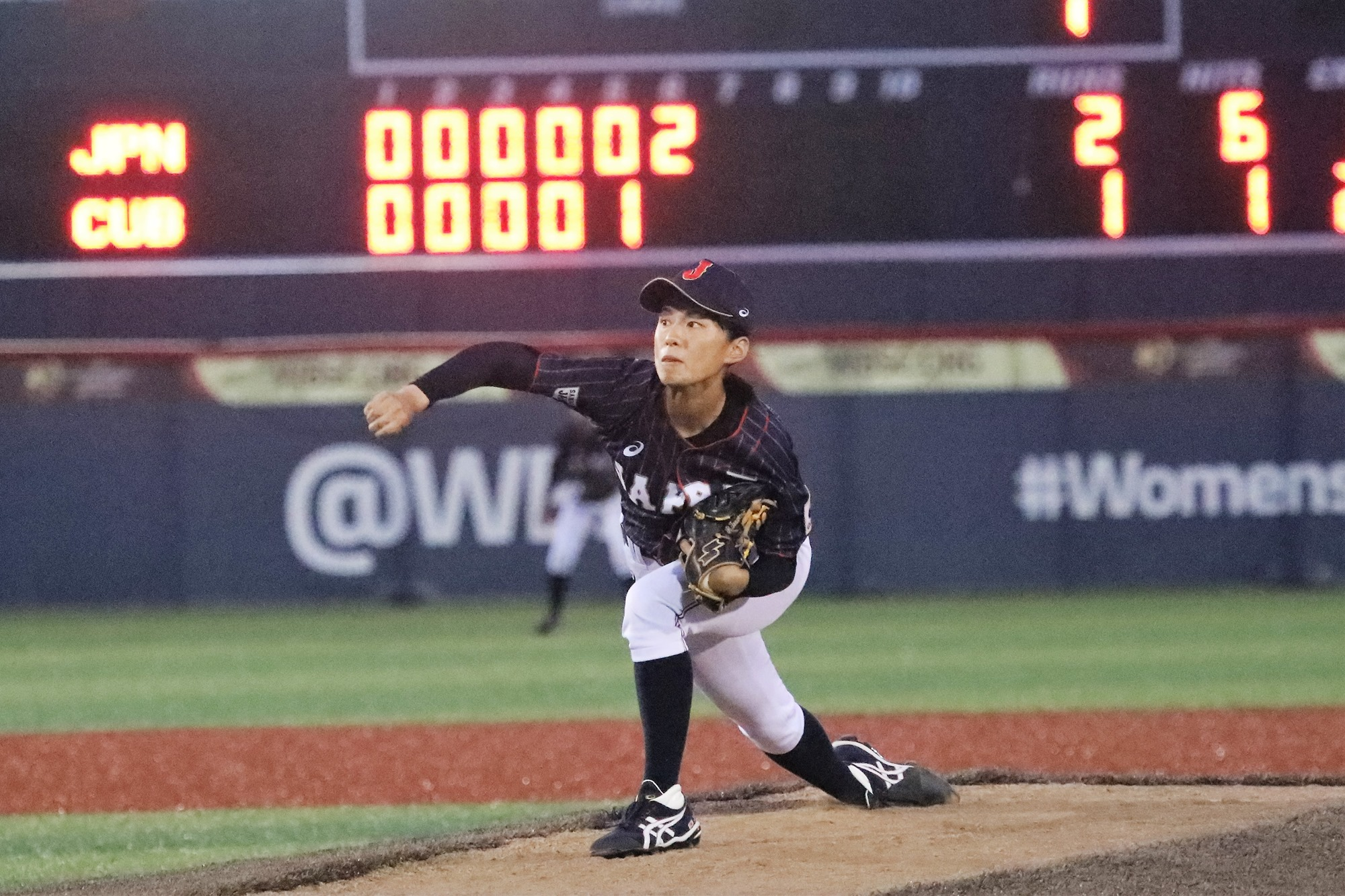 Rina Taniyama pitched the seventh for Japan