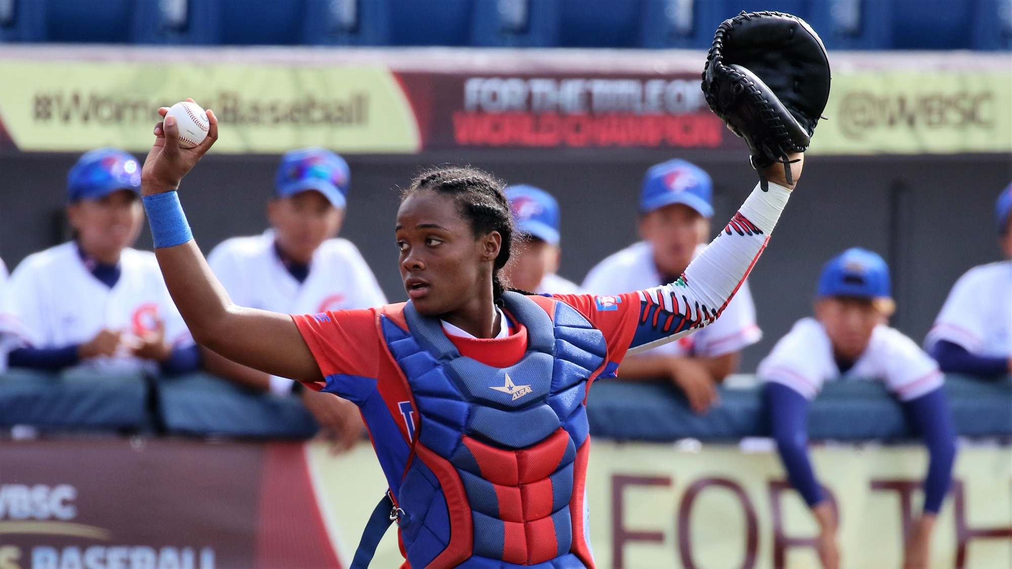 Noelia Moreno, the catcher for the Dominican Republic