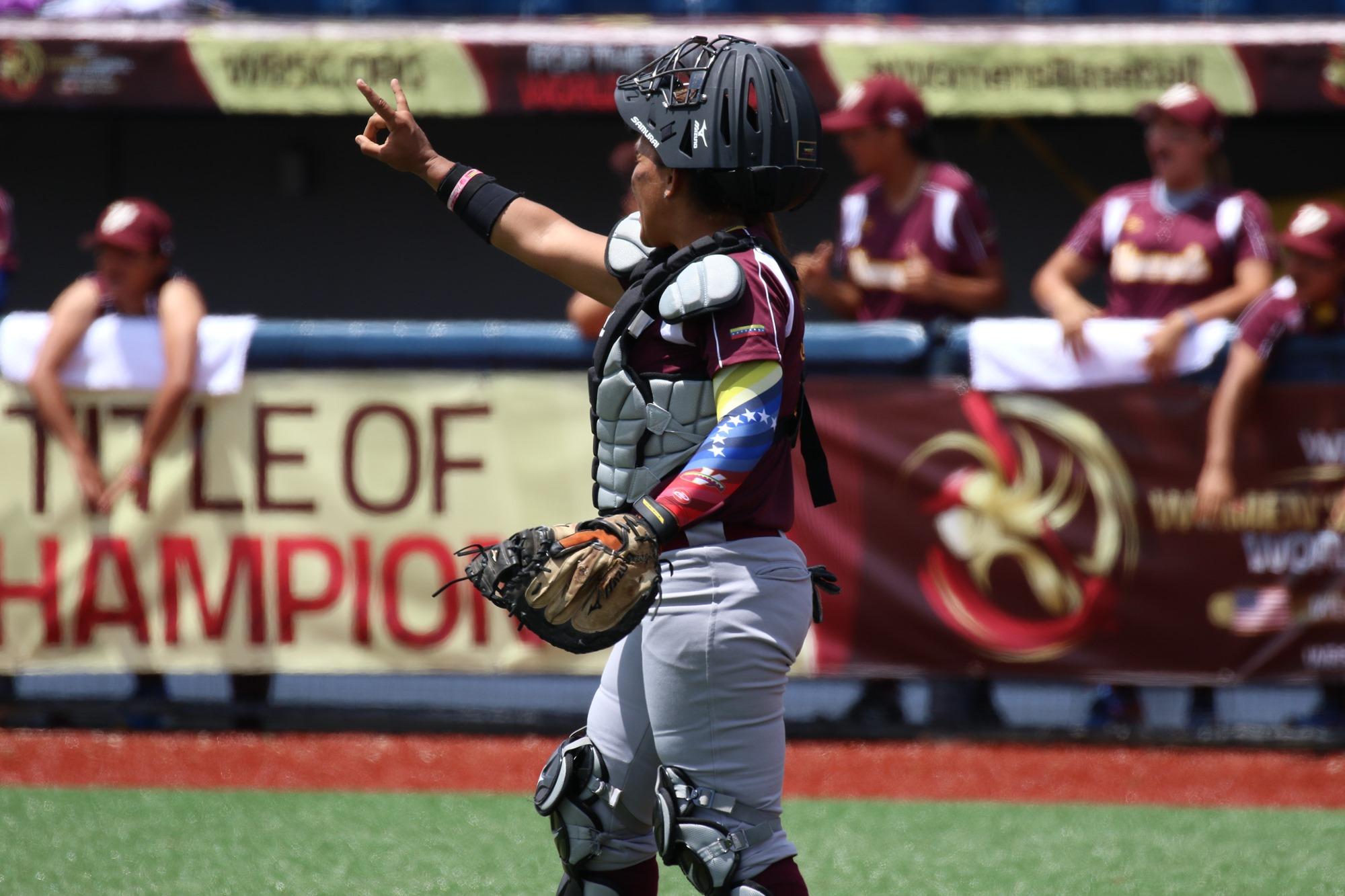 Venezuela's catcher Osmari Garcia