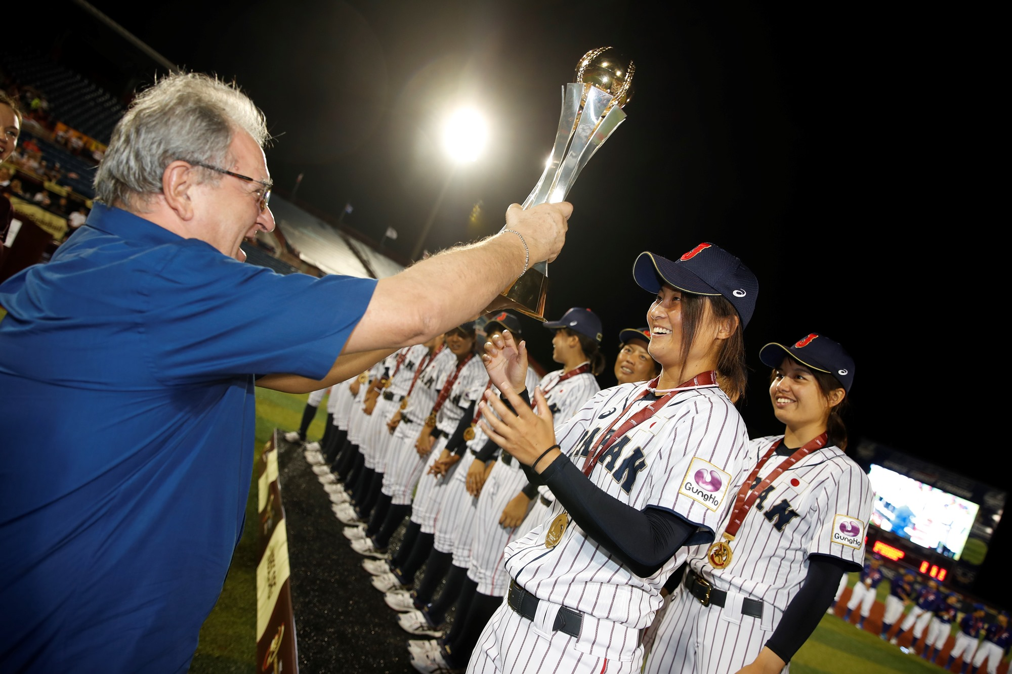 WBSC President Riccardo Fraccari awards Japan with the World Cup Trophy