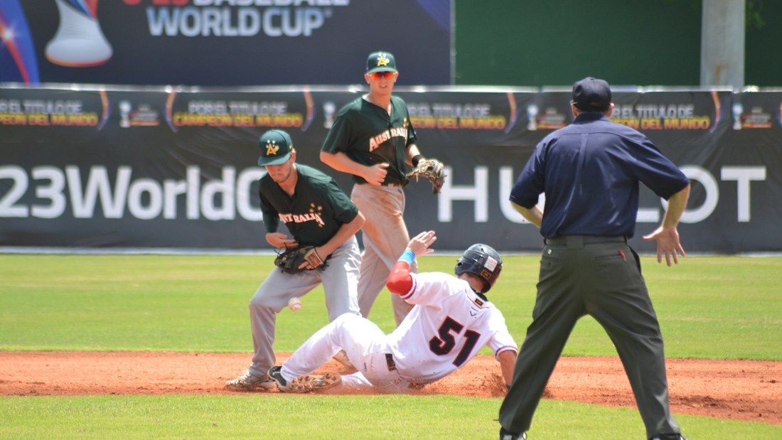 Robert Glendinning couldn't make the play, and opened the door for Czech Republic's rally in the 7th inning