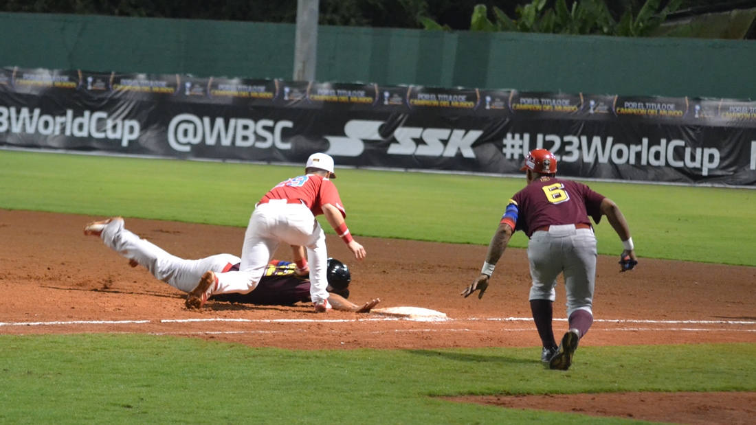 Pickoff play at first