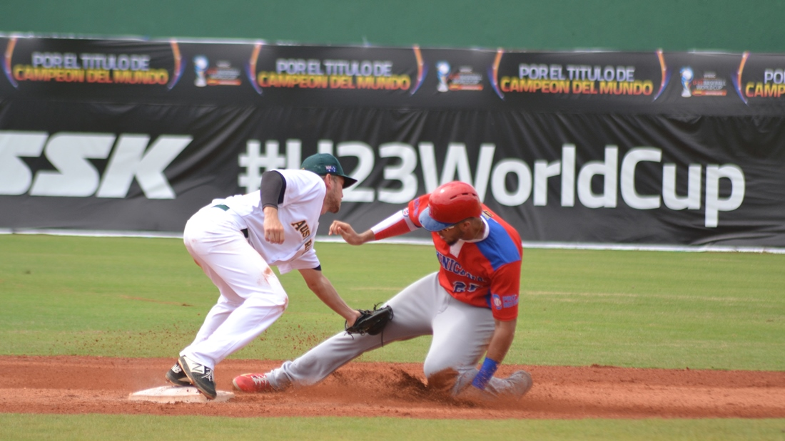 Dariel Gomez was cuaght stealing second base