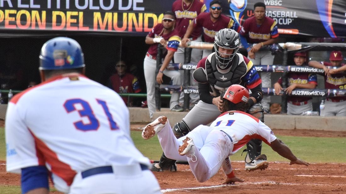 Joel Diaz retires Eguy Rosario at home plate