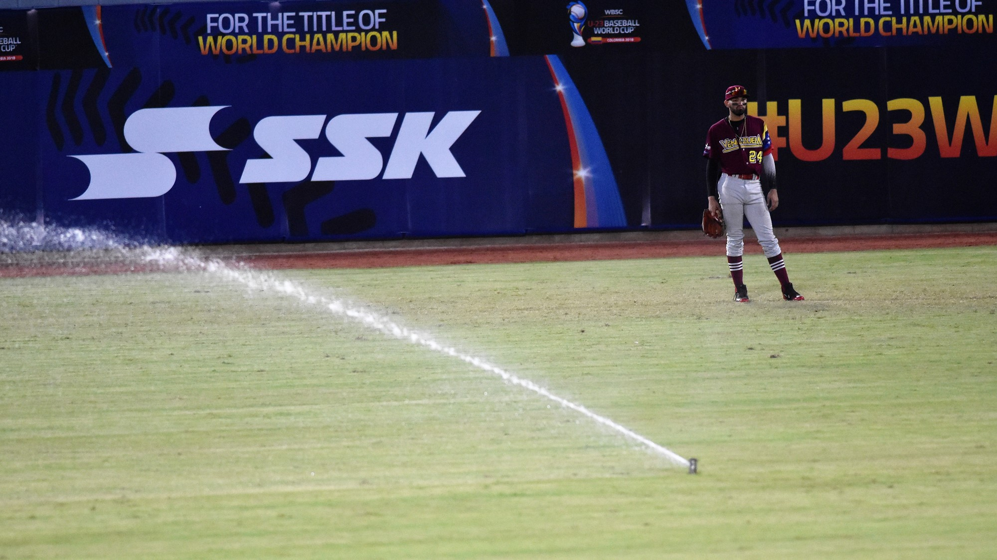 A little surprise for Venezuela's outfielder