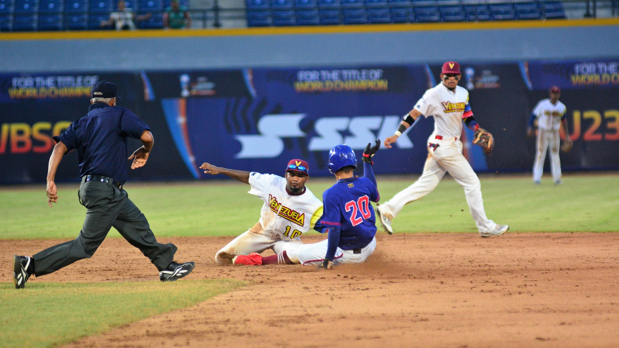 The game ended on Li Cheng En caught stealing at second