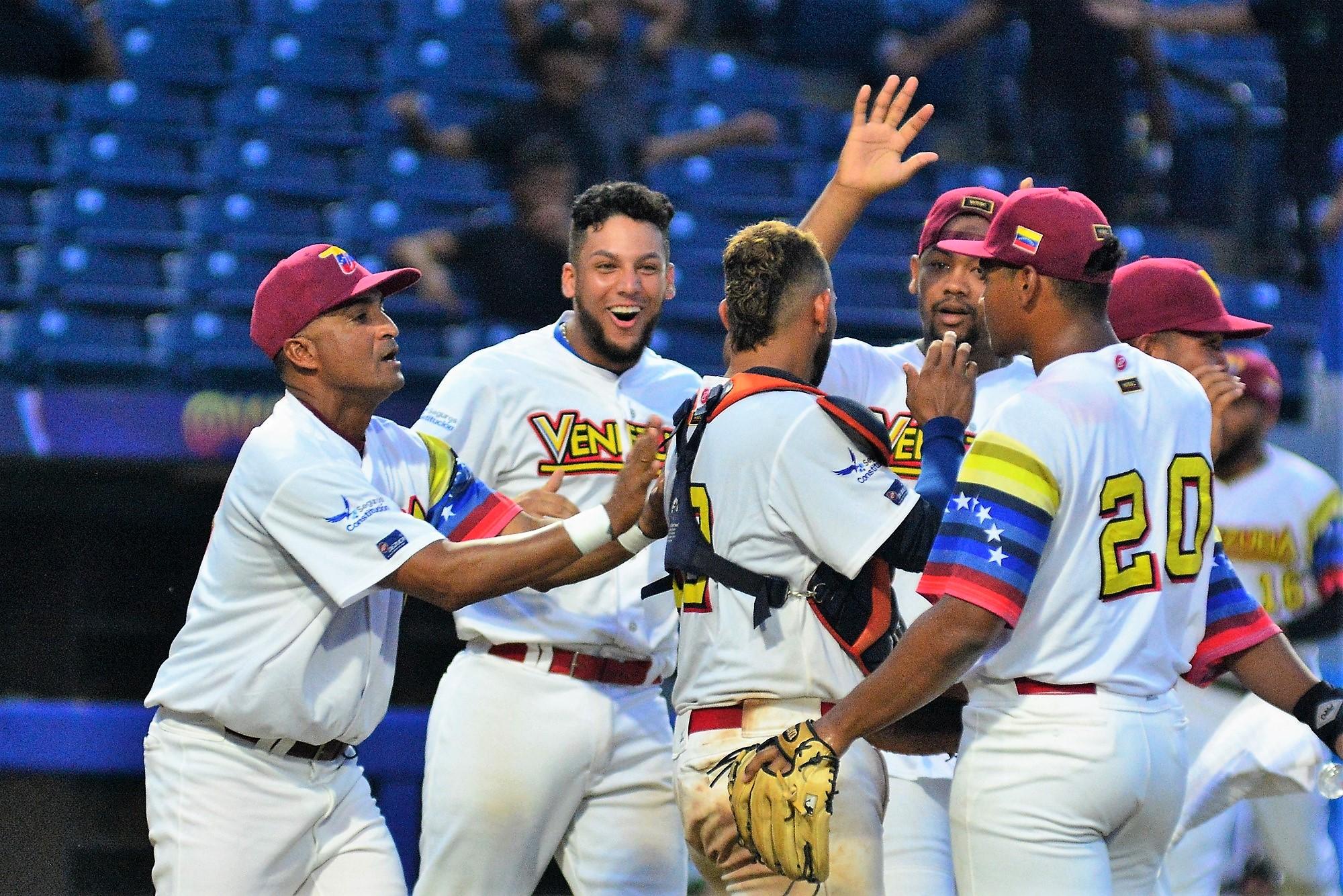 Venezuela's pklayers congratulate catcher Georvic Perez