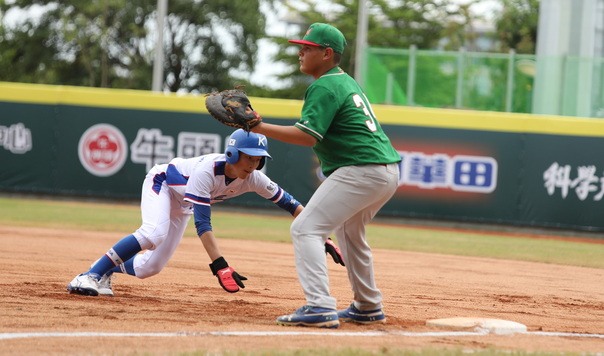 Jose Lavagnino defends first base for Mexico