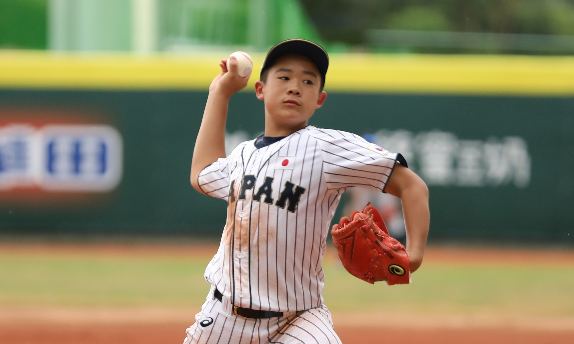 Japan's starting pitcher Hironosuke Nanatame