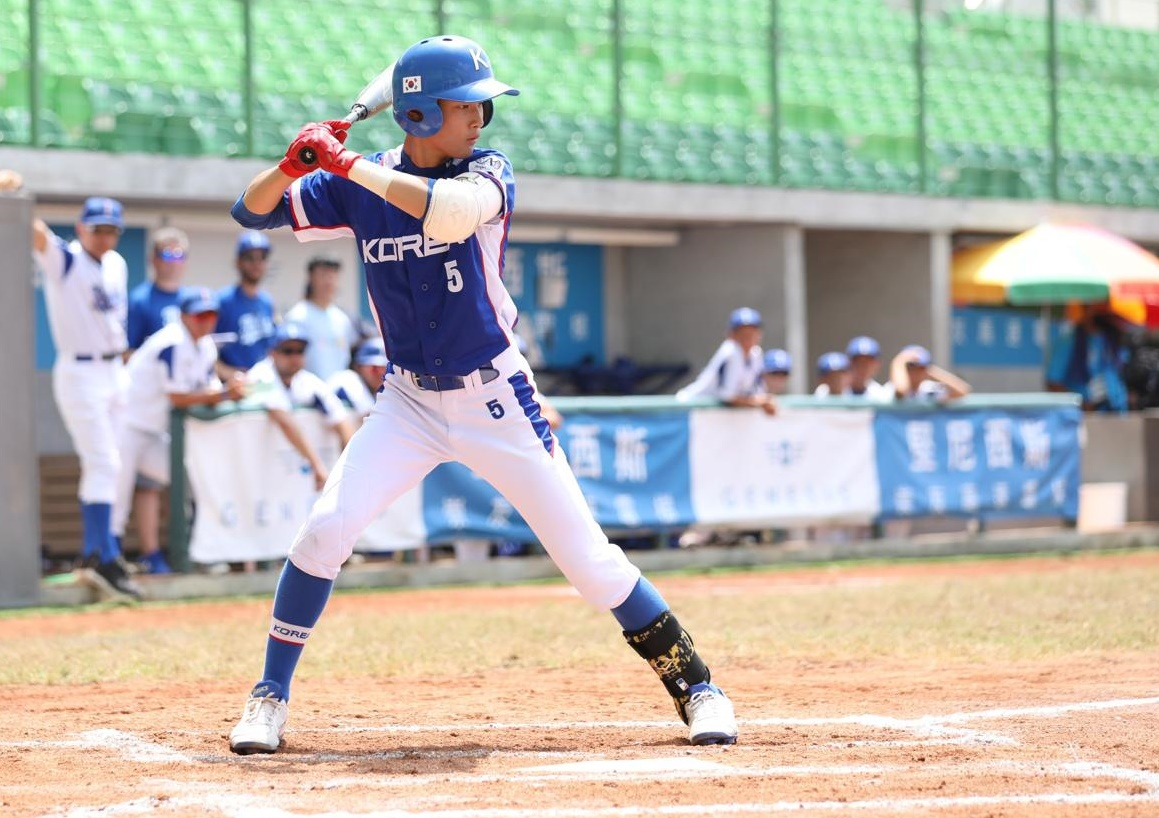 Doo Donghyeon had a three-home run game for Korea