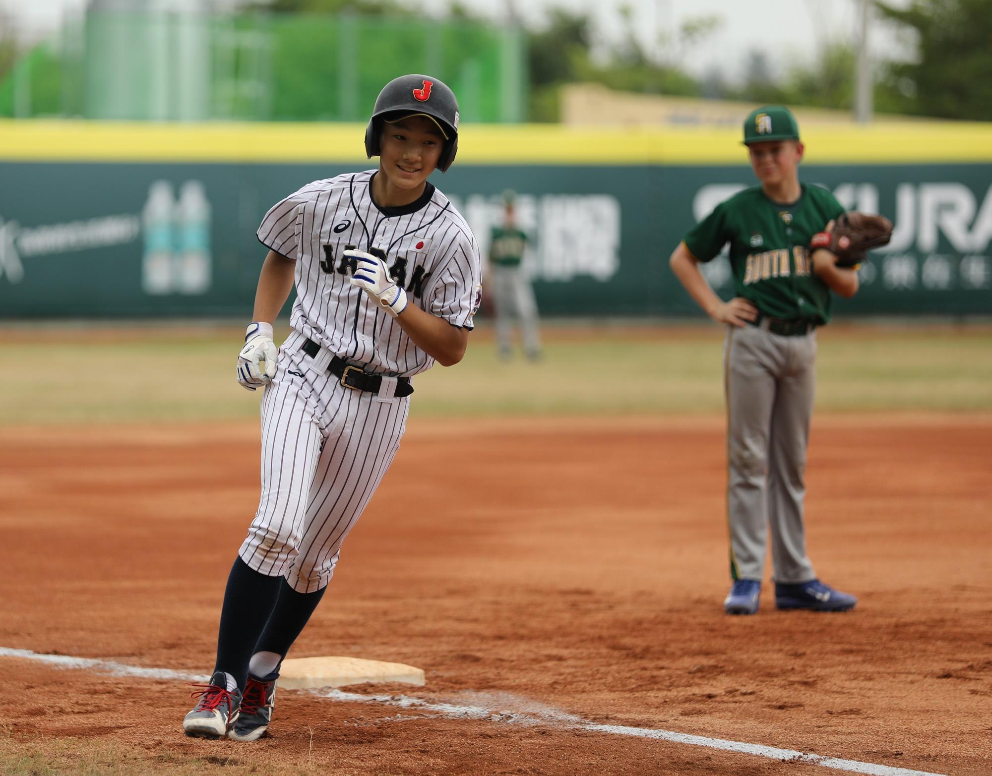 Kyonosuke Hayashi hit a home run