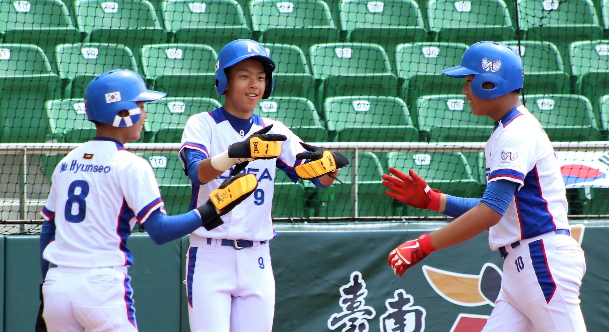 Korea celebrates the early lead