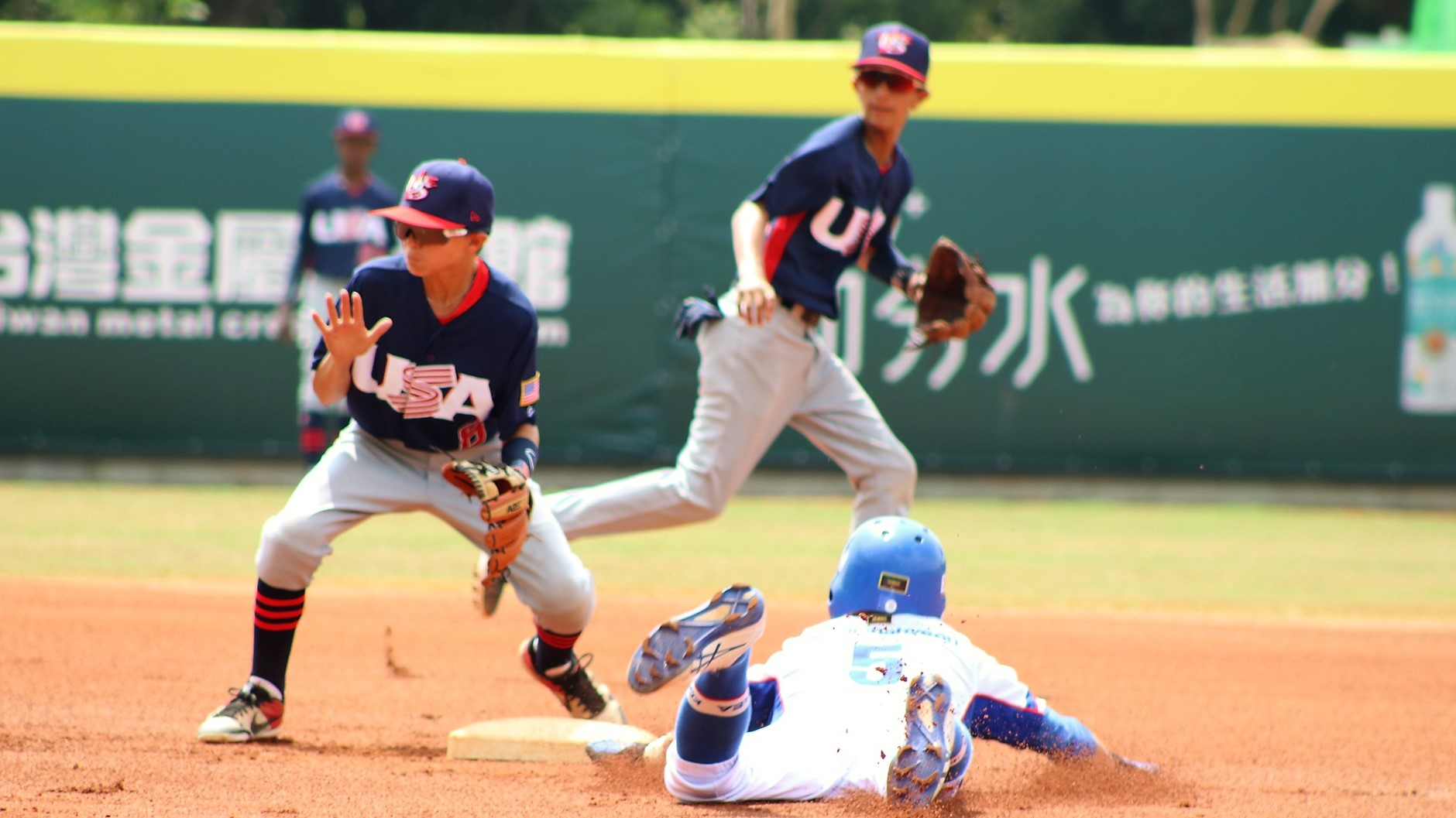Bryce Nixon defends USA second base, Korea's Doo Donghyeon slides in