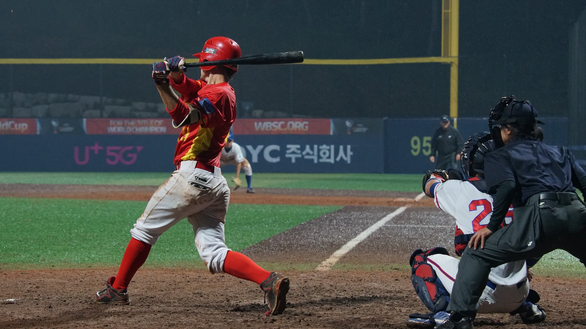 Spain attempted a comeback in the eighth, but fell one run short