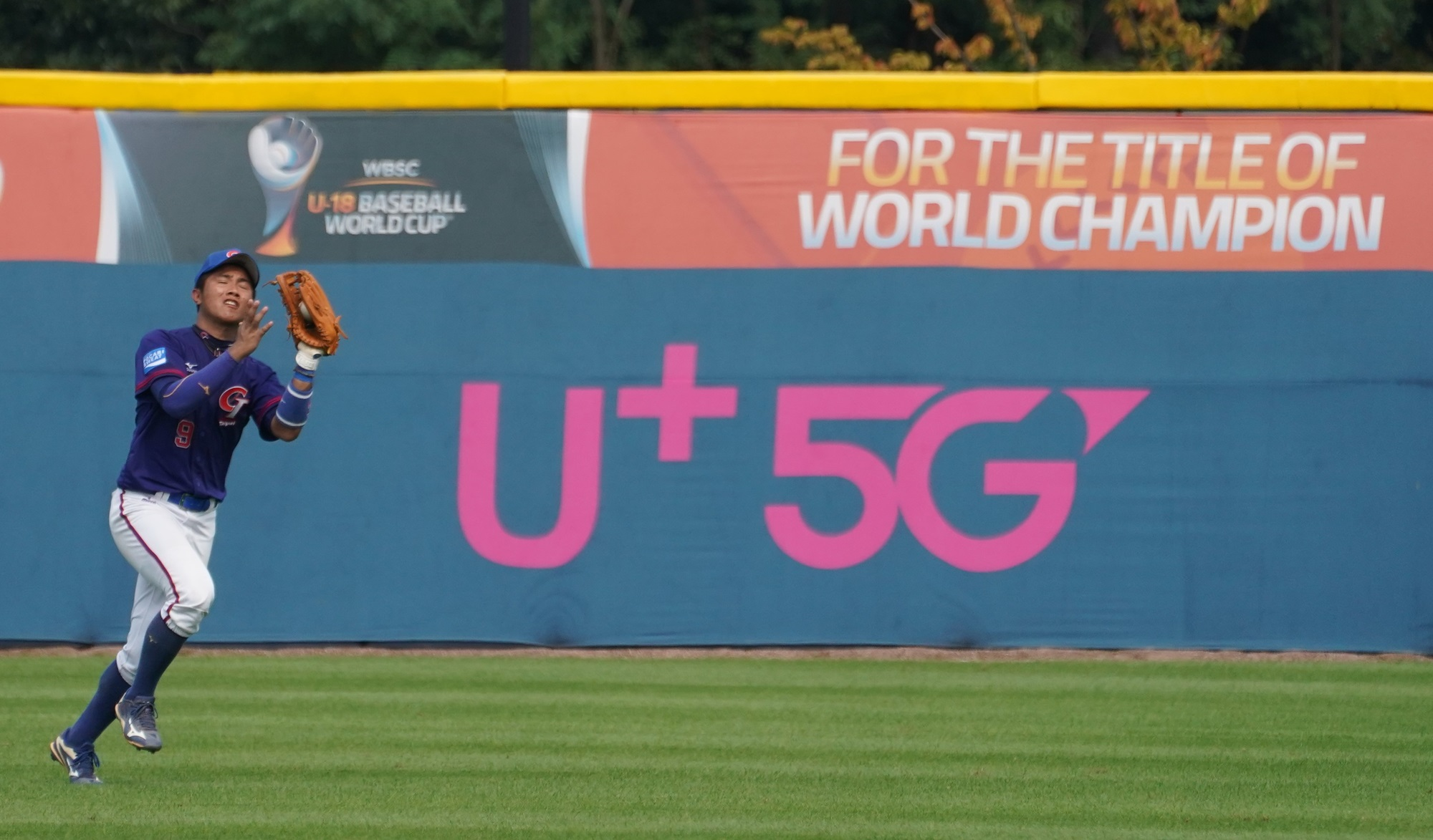 Lin Cheng Hua in the outfield