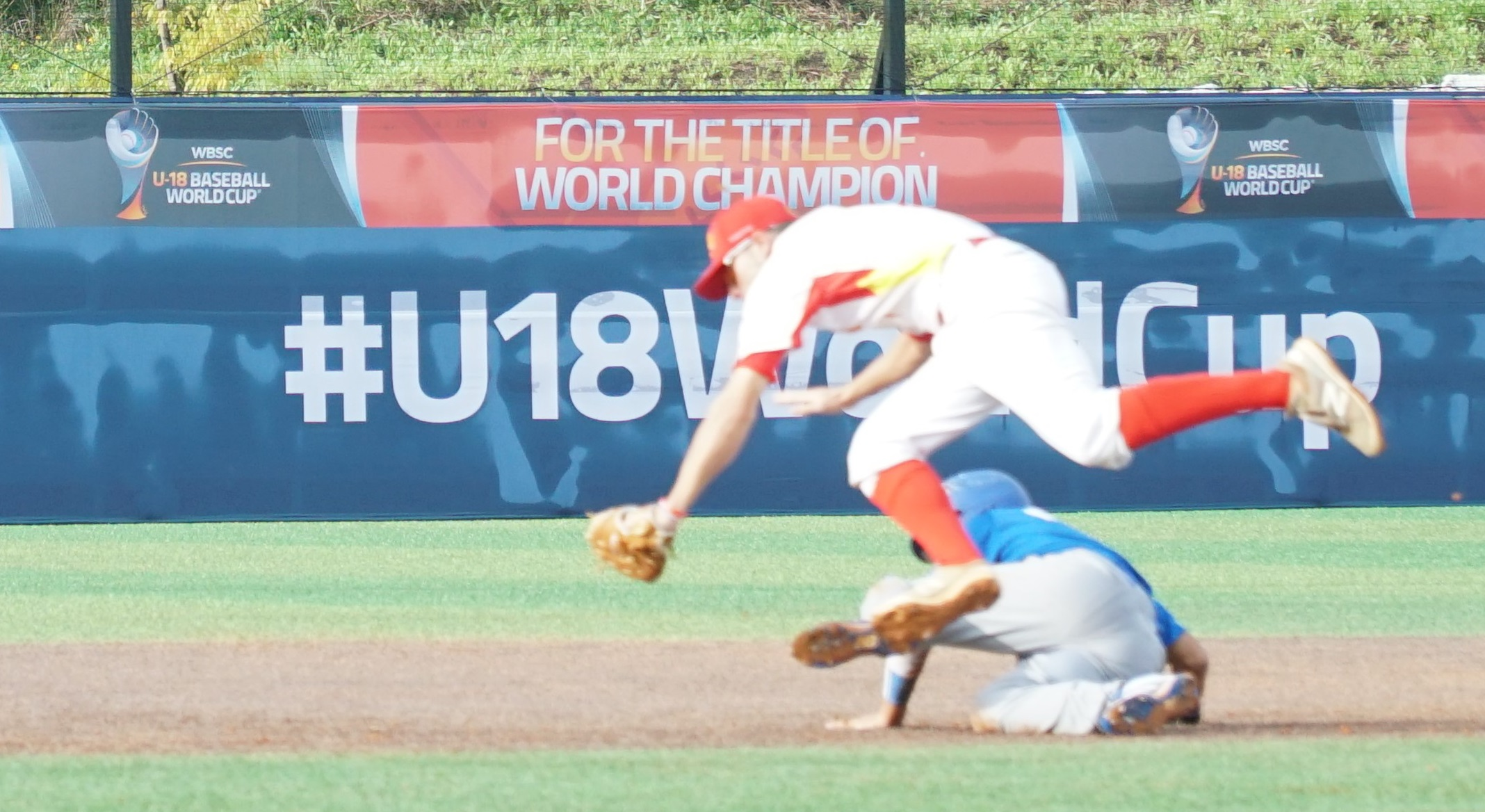 An athletic play by Spanish shortstop Ricardo Van Griecken