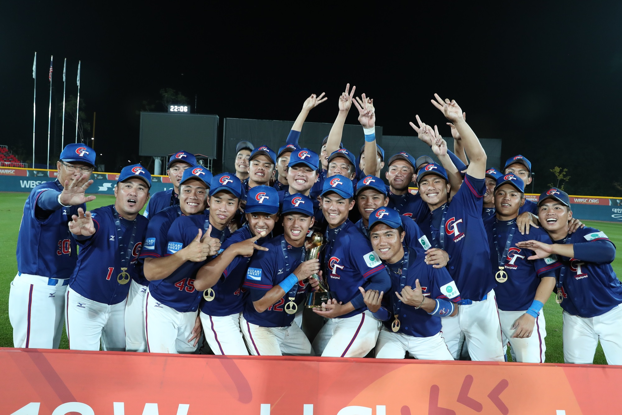 Chinese Taipei players with the World Cup Trophy