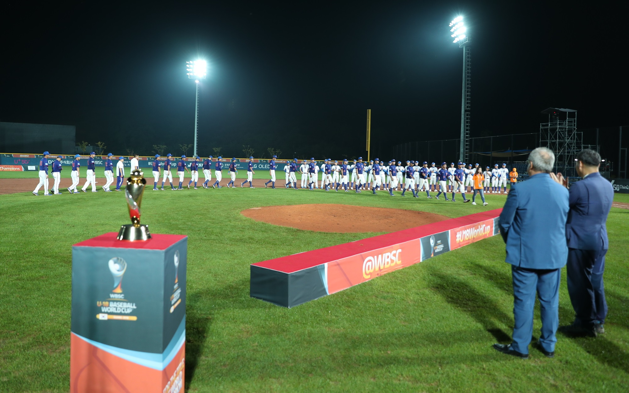 WBSC President Riccardo Fraccari awarded the new U-18 World Champions