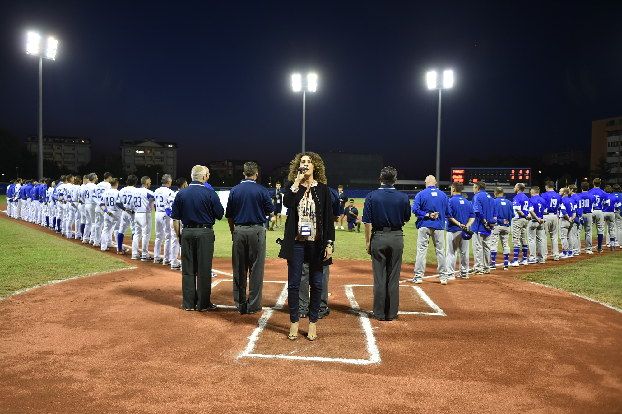 Mascia Foschi sang the Italian National Anthem live