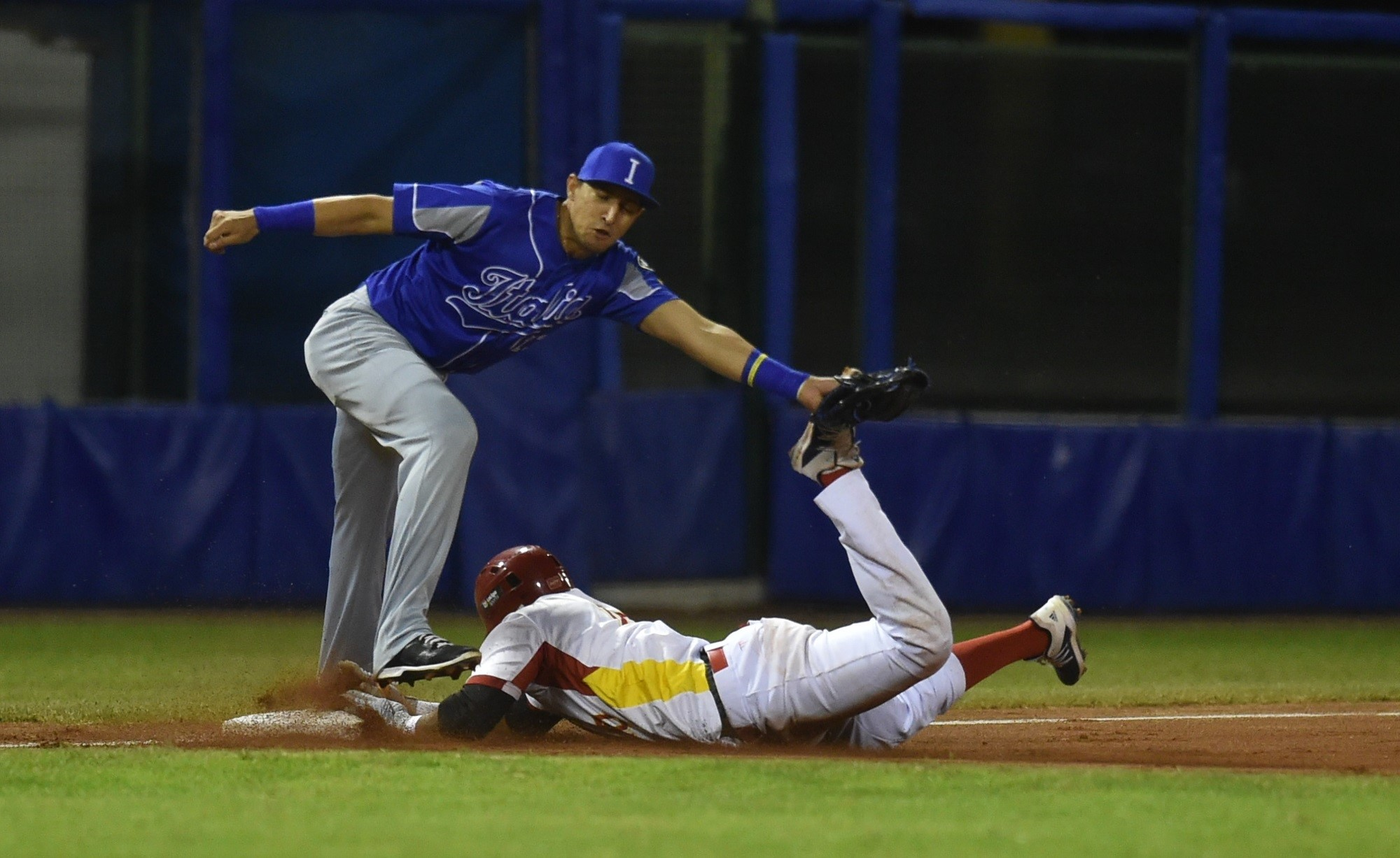 Spain put pressure through the running game. Monzon gets to third and avoids a tag by Epifano