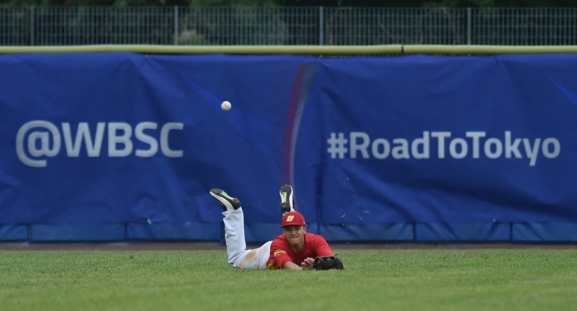Johnny Bethencourt attempts a diving catch