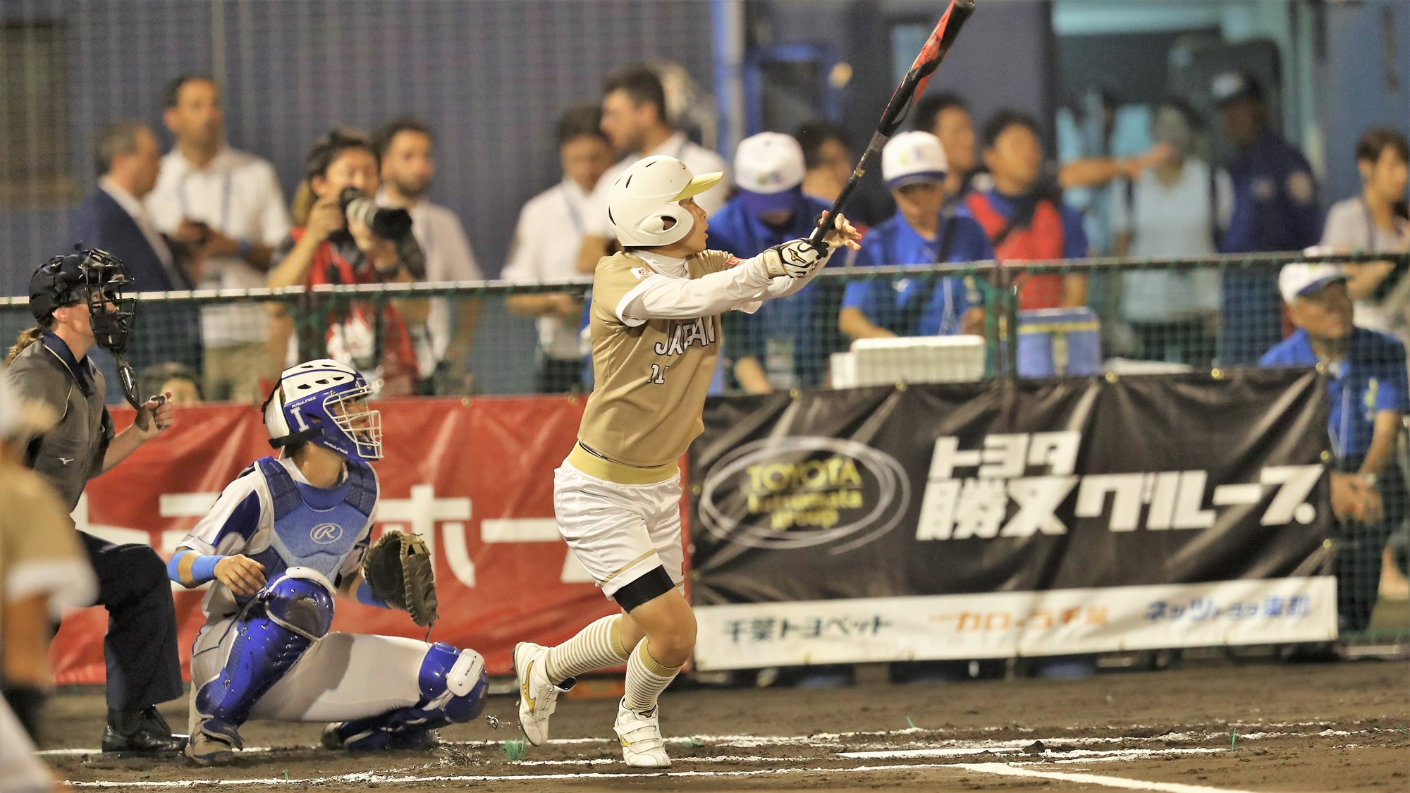 Eri Yamada hit a home run on the first pitch of the tournament