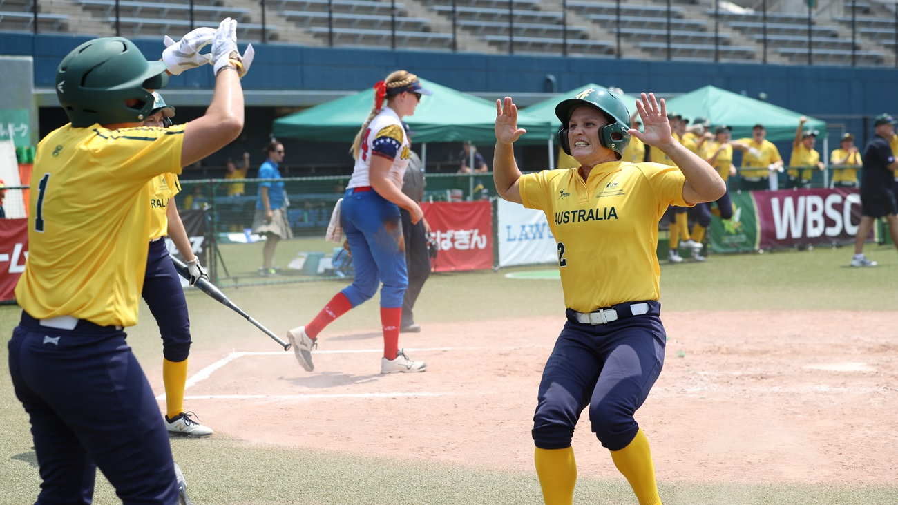 Clare Warwick scored the go ahed run for Australia in the bottom of the fourth