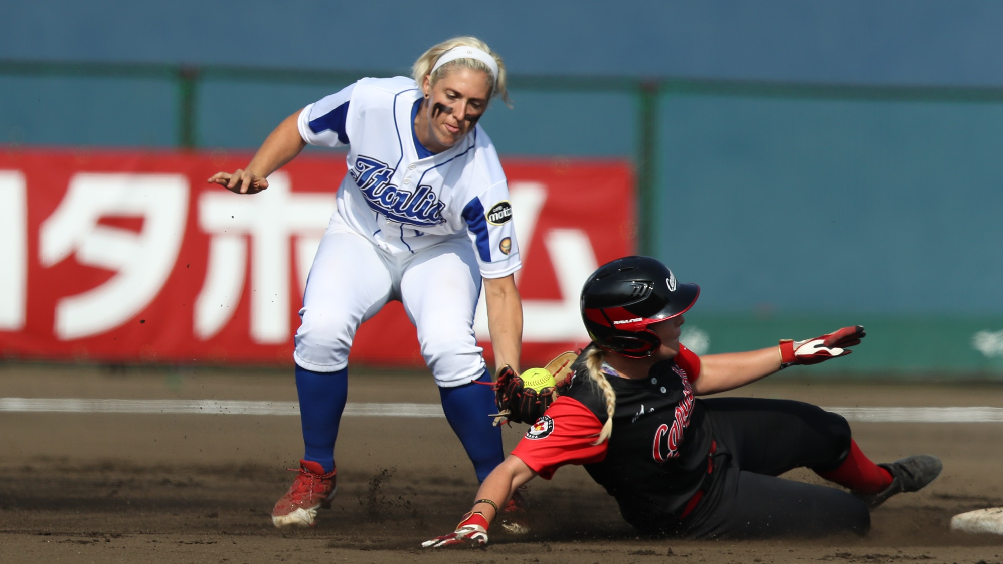 Amanda Fama defends second base for Italy against Canada