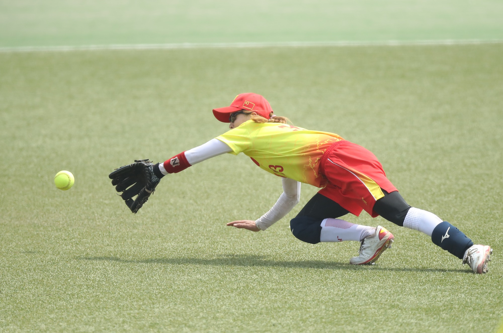A diving catch by China's Li Huan