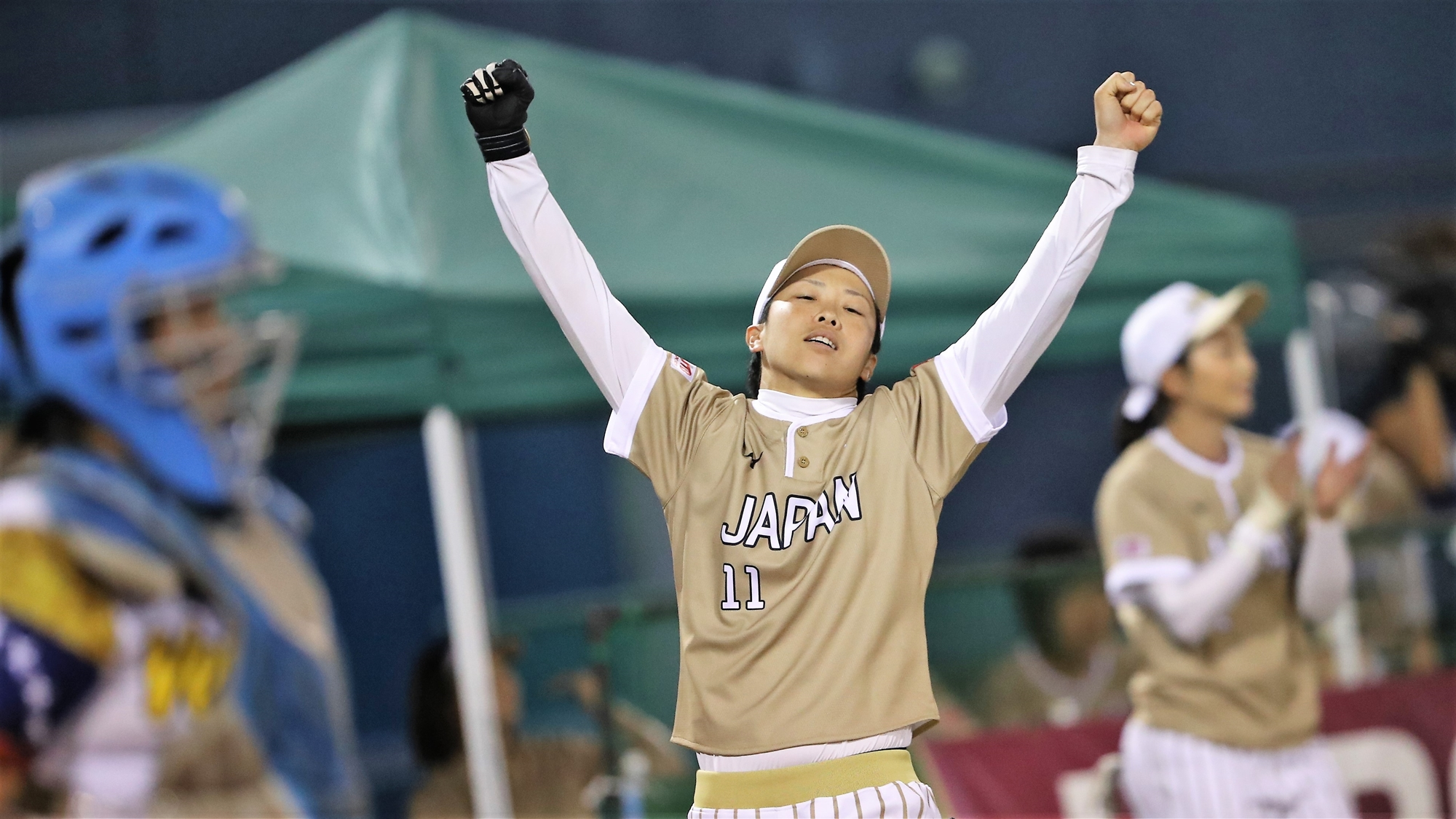 Eri Yamada celebrates a run for Japan