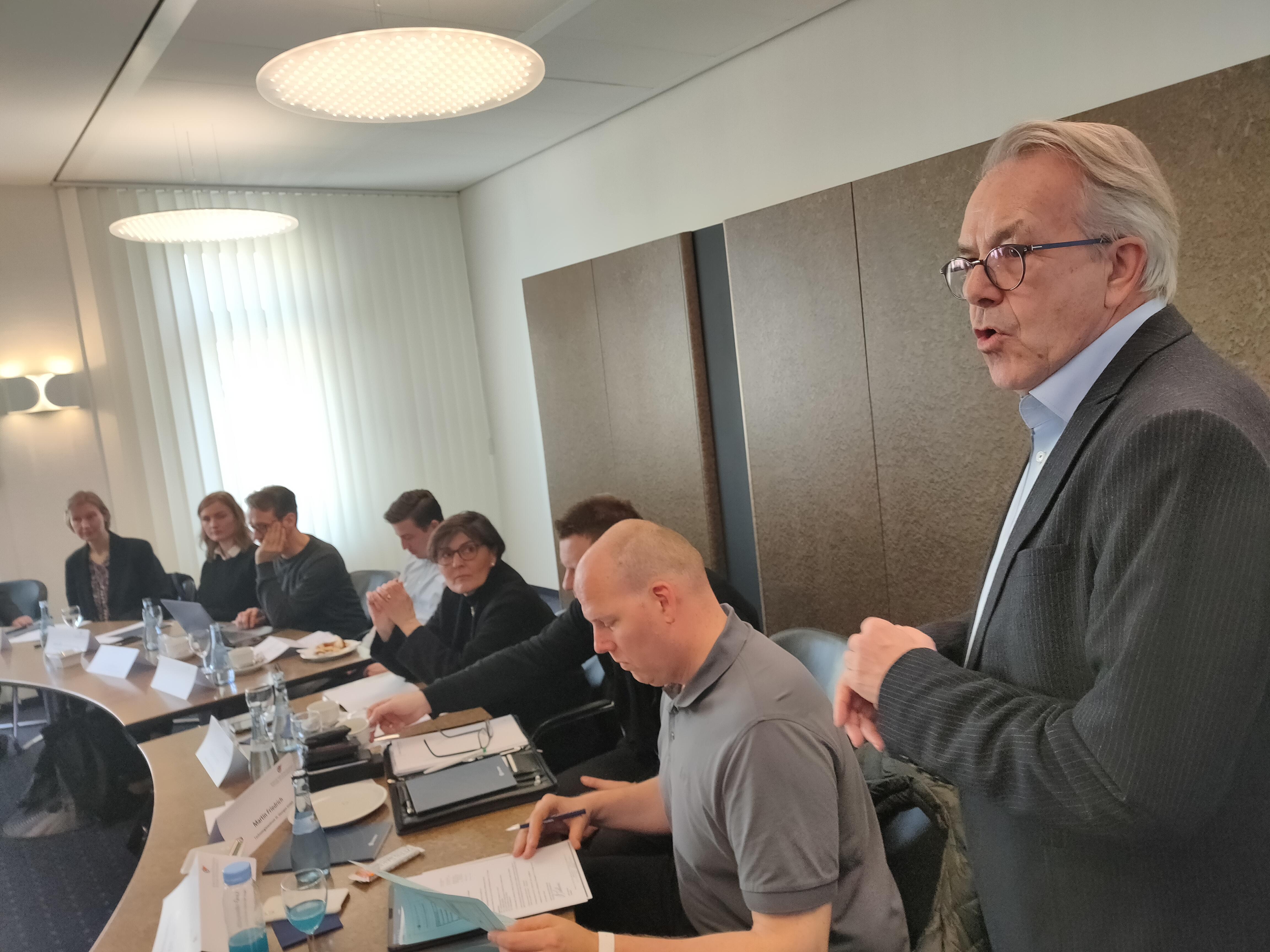 Peter Wittmann von Steinbeis stellt die Umfrage-Ergebnisse vor
