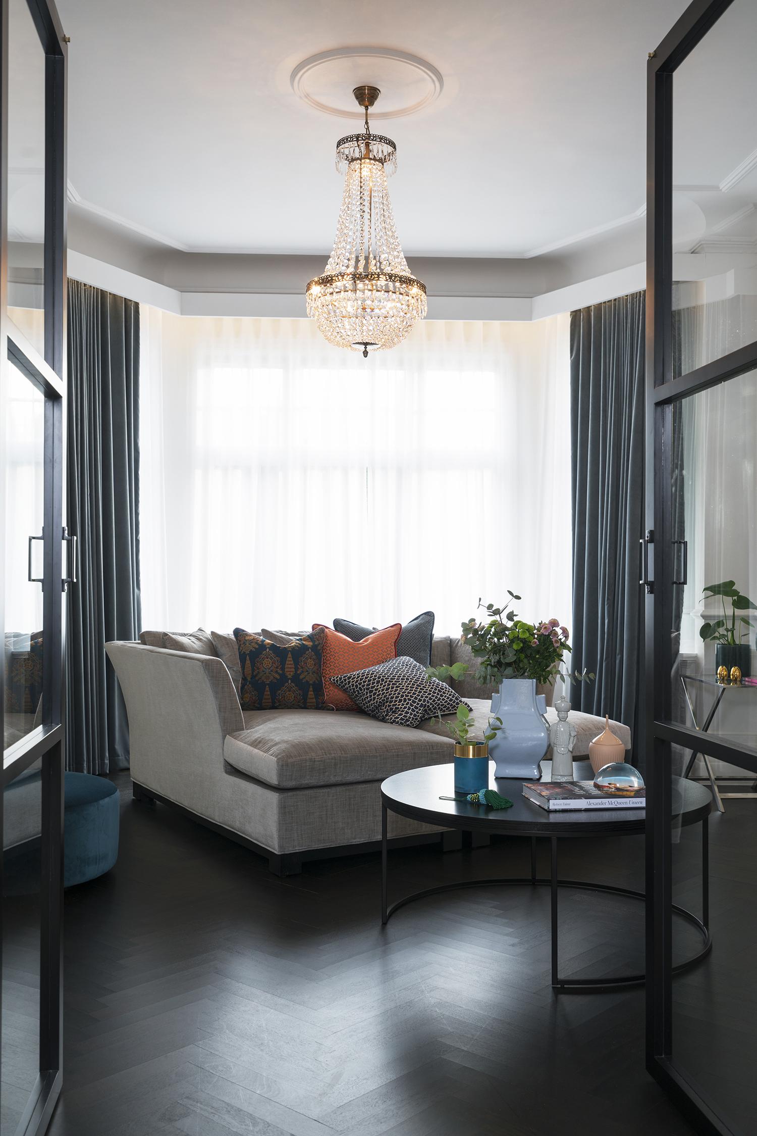 interiør, interiørarkitektur, ramsoskar, ramsøskar, lounge, stue, sofabed, lysekrone