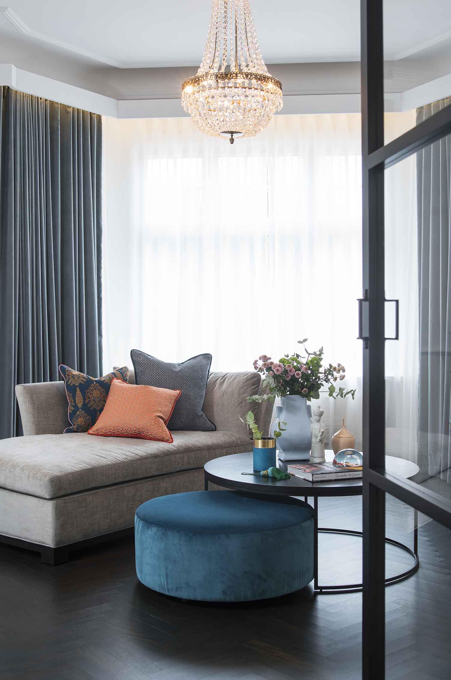 interiør, interiørarkitektur, ramsoskar, ramsøskar, stue, lysekrone, lounge, sofabed