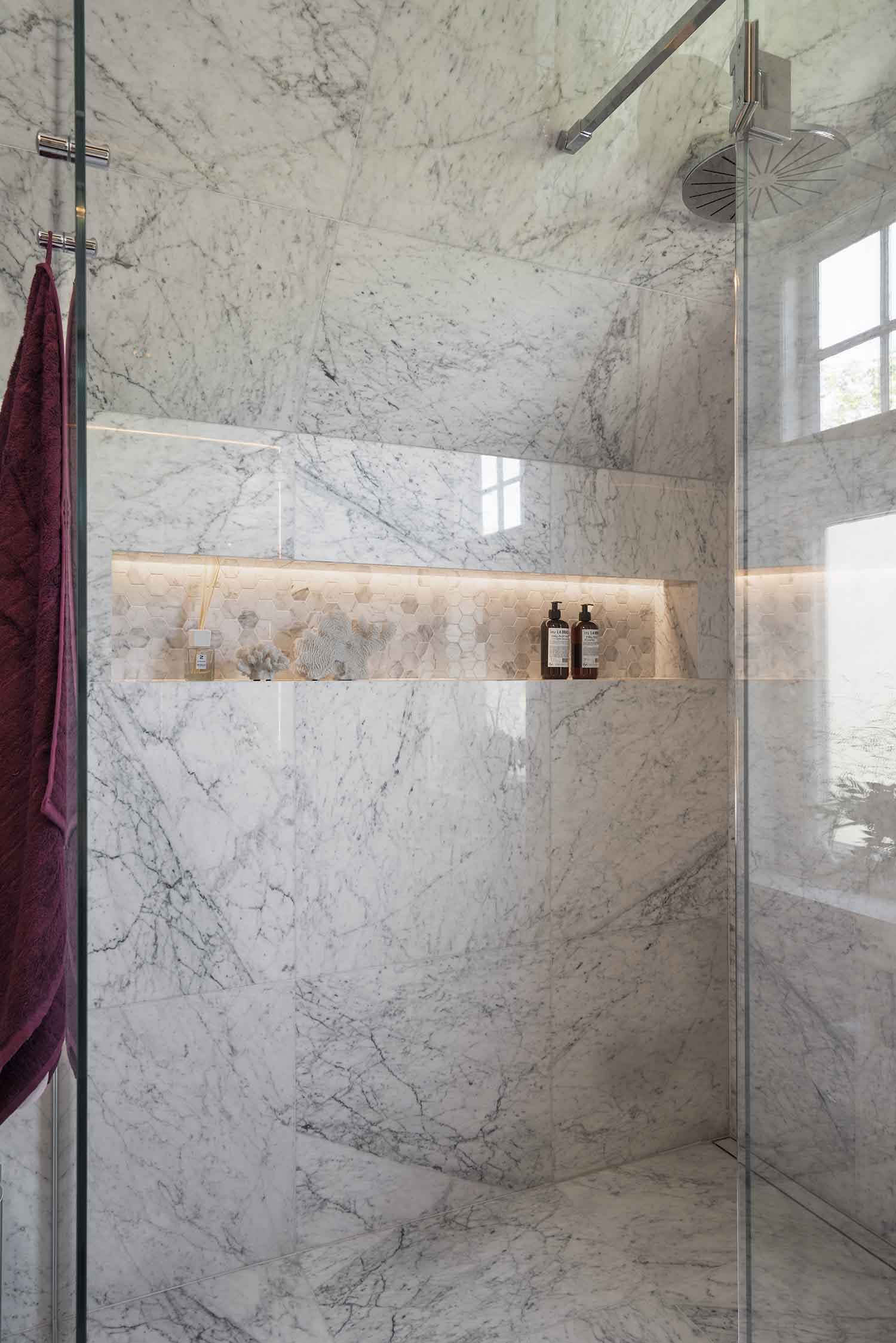 interiør, interiørarkitektur, ramsoskar, ramsøskar, bad, toalett, marmorbad, marmorfliser, marmordusj, dusj, luksusdusj