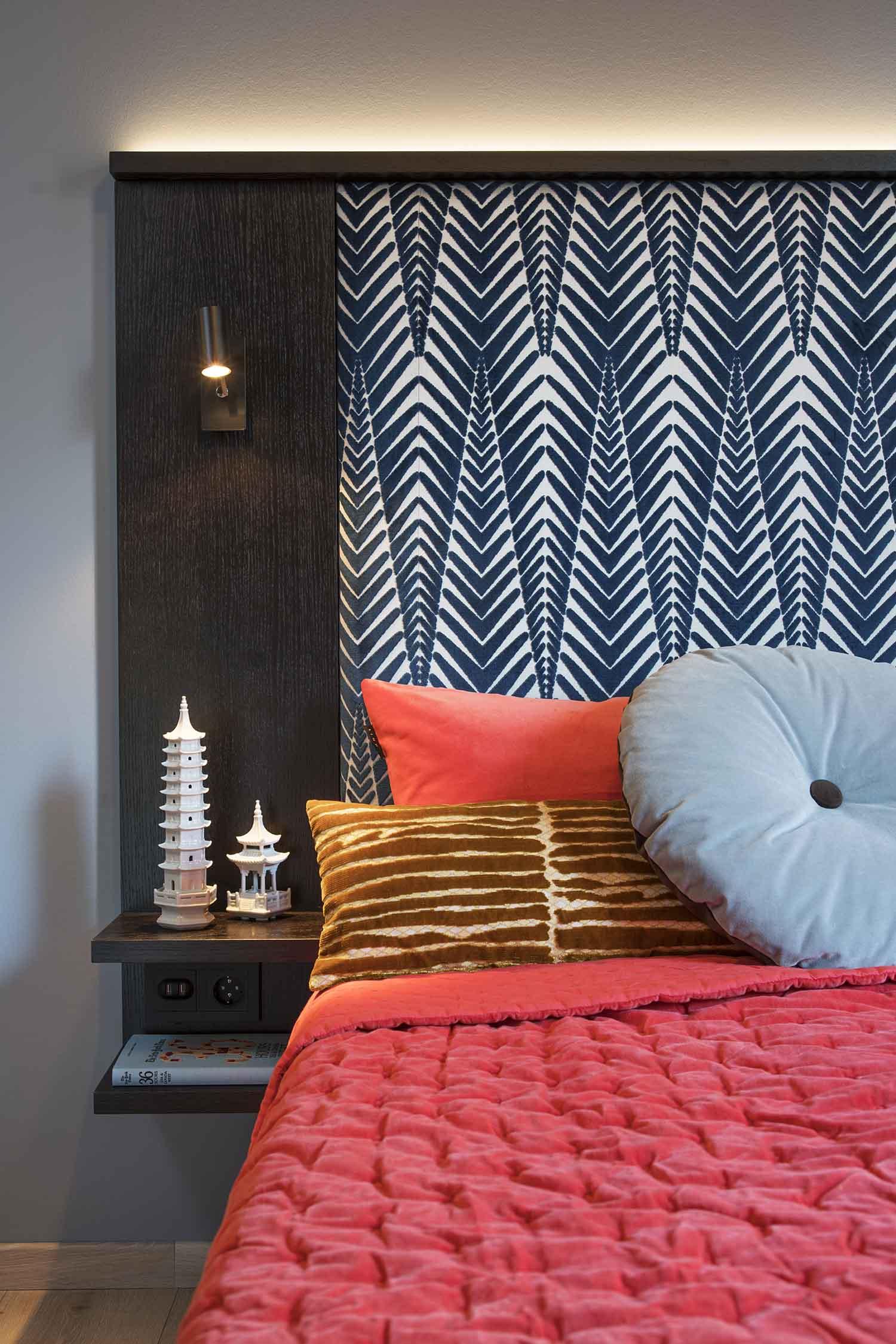 hotell, soverom, seng, nattbord, interiør