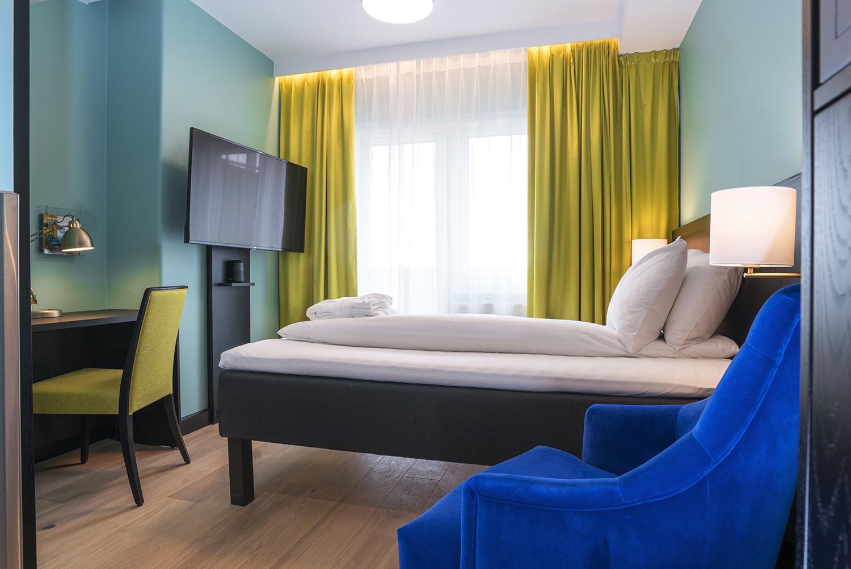hotell, hotellrom, seng, interiør