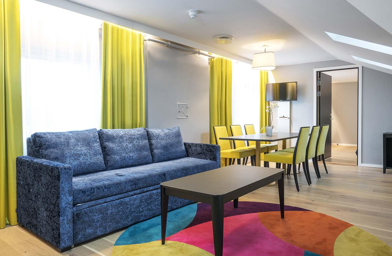 hotell, hotellrom, sofa, stoler, interiør