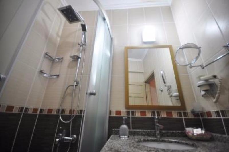 MANUELA HOTEL BİTEZ 37188
