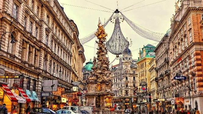 ADIM ADIM ORTA AVRUPA  BUDAPEŞTE (2)&BRATISLAVA &  VIYANA (2) & CESKY KRUMLOV &  PRAG (2) & KARLOVY VARY & NURNBERG (1) Cesky Krumlov, Karlovy Vary turları dahil… Sunexpress Havayolları Tarifeli Seferi ile 11 Haziran, 02 Temmuz, 06 Ağustos, 10 Eylül 2016 Hareket... 7 Gece Tour