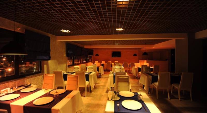 Fier Hotel42700