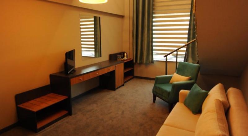 Fier Hotel42707