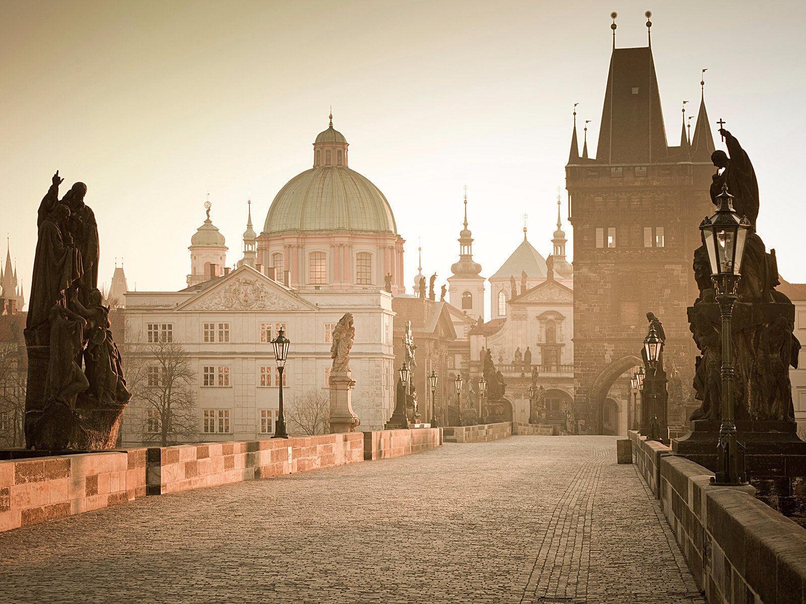 Flash Promosyon Orta Avrupa ( Viyana & Prag & Budapeşte)  3* & 4* Oteller 7 gece Konaklama Turu
