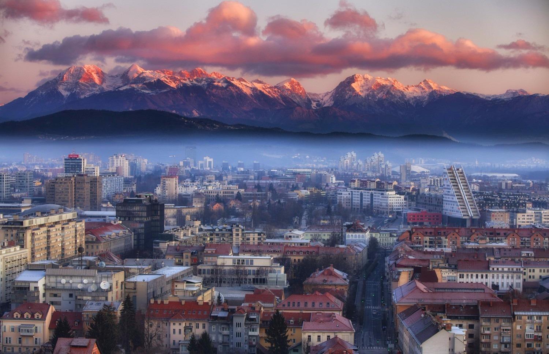 YAZ DÖNEMİ ROMANTİK AVRUPA Ljubljana (1) - Hallstad - Ausburg (2) - Lugano Como(2) - Venedik (2) Türk Havayolları Tarifeli Seferi ile 16 Temmuz 2016 Hareket… 7 Gece Turu