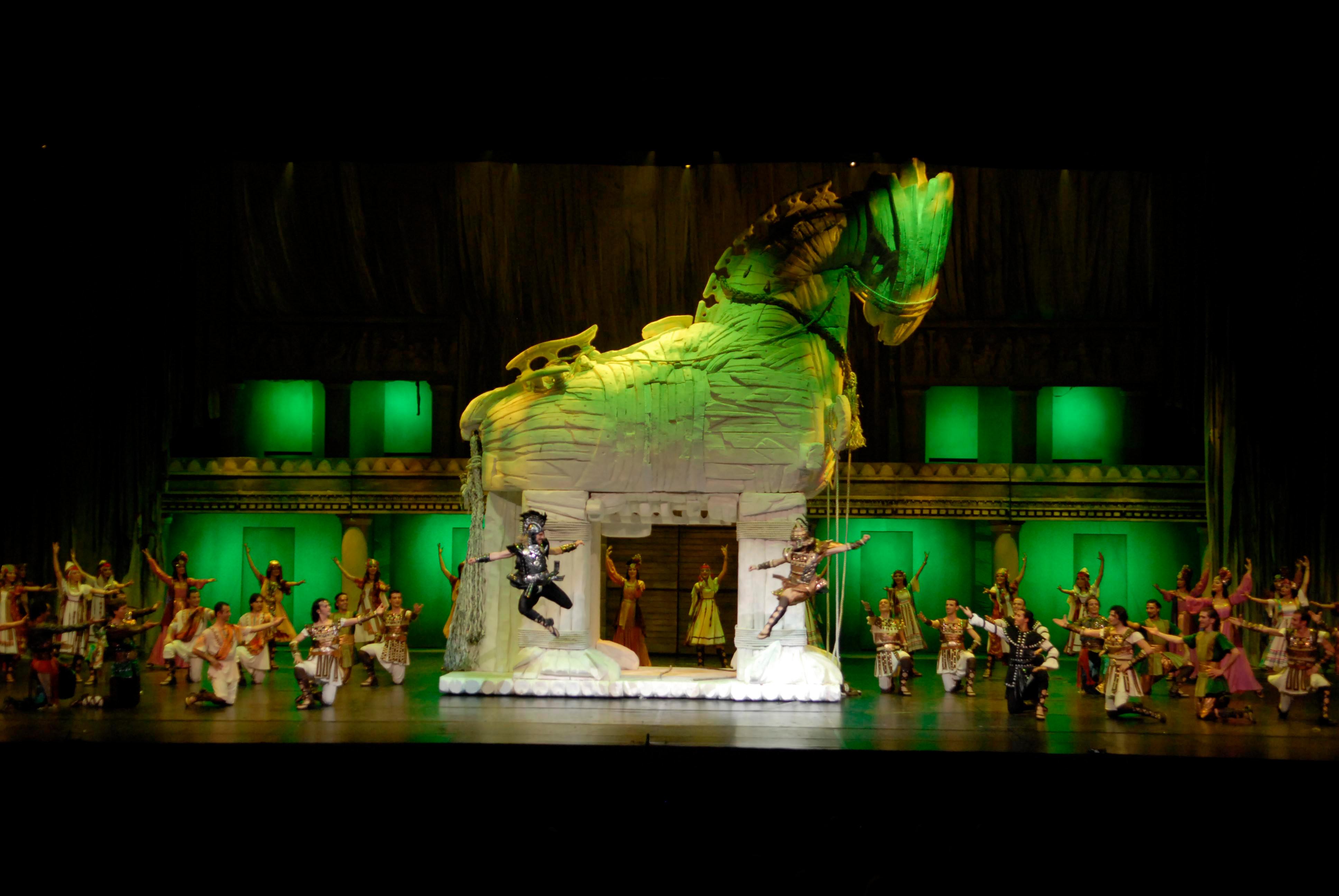 Antalya Troy Dans Gösterisi