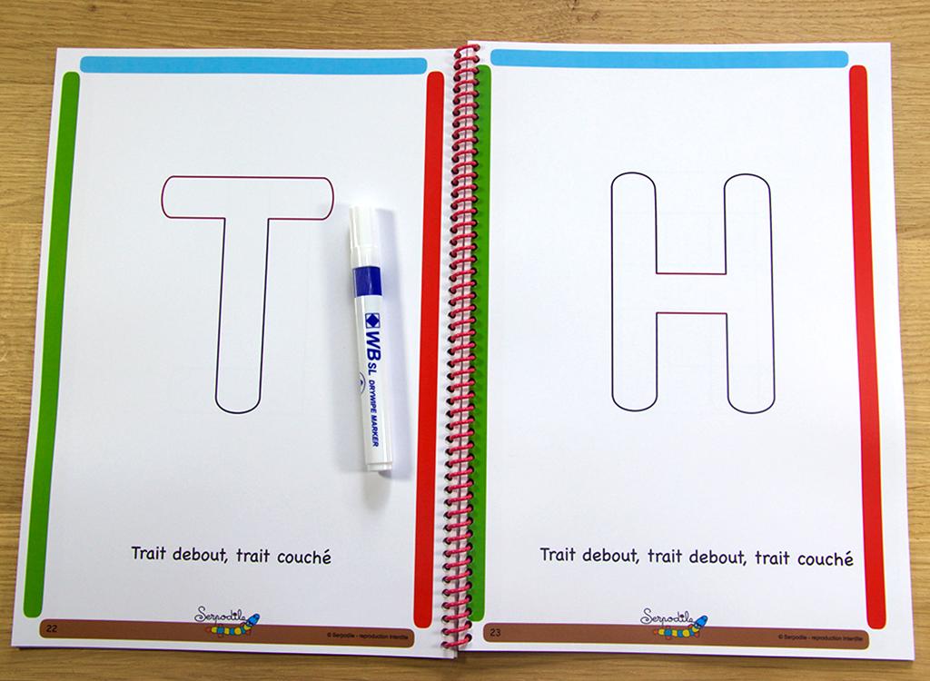 Je m'entraine à écrire en lettres bâtons