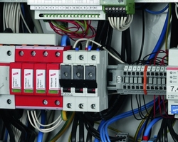 Dehn are world leaders in manufacture and supply oflightning & surge protectionsystems now offer a 4 Pole surge protection unit complete with a built in fuse unit.
