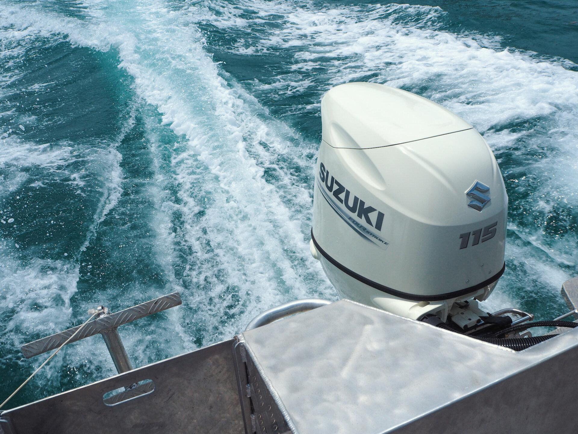 Suzuki outboard engine