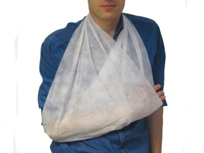 CM0404 30GMS NON WOVEN TRIANGULAR BANDAGE (PACK OF 10)
