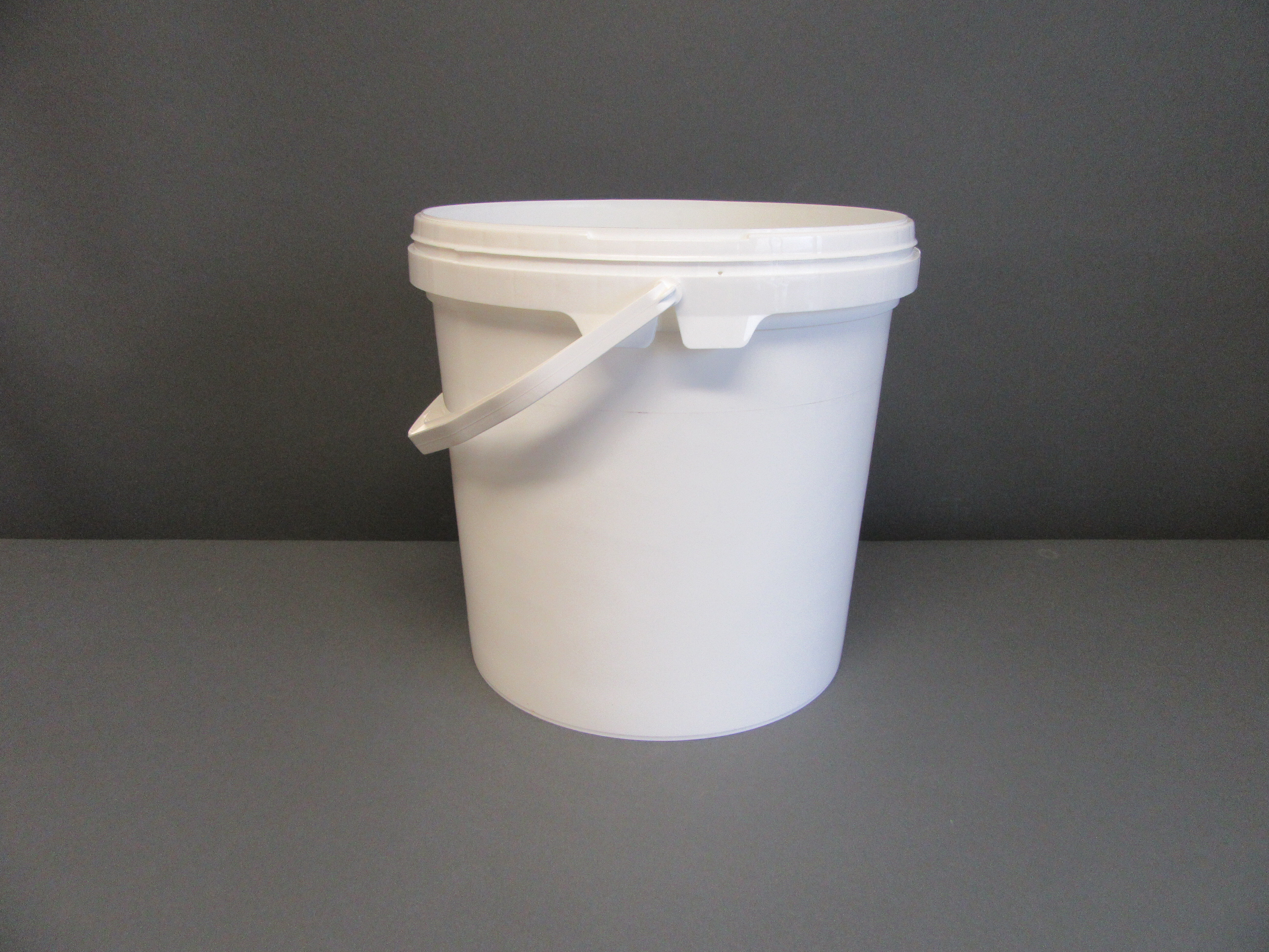 Bucket 10ltr White with Handle
